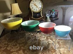 Complet Set 4 Vintage Pyrex Couleurs Primaires Melange Nesting Boules