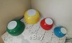 Complete Set De 4 Vintage Pyrex Superb Couleurs Primaires Saladiers