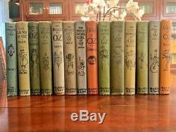 Un Ensemble Complet De 14 Livres Frank Baum Oz Avec Des Plaques De Couleur. Chaque Livre Est De 75 Ans Et +