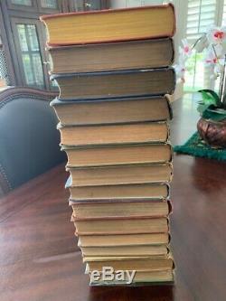 Un Ensemble Complet De 14 Livres Frank Baum Oz Avec Des Plaques De Couleur. Chaque Livre Est De 85 Ans Et +